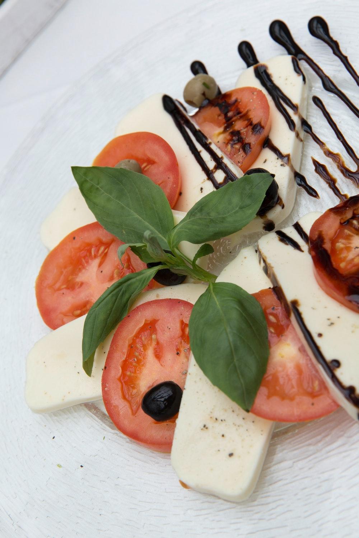 z mozzarellą przepisy do przygotowania sałatka pomidorów