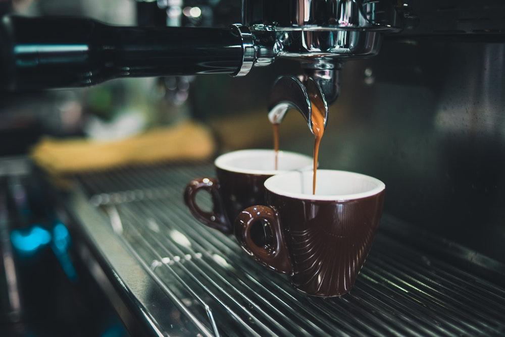 ekspres ciśnieniowy do kawy mielonej ekspresy przelewowe