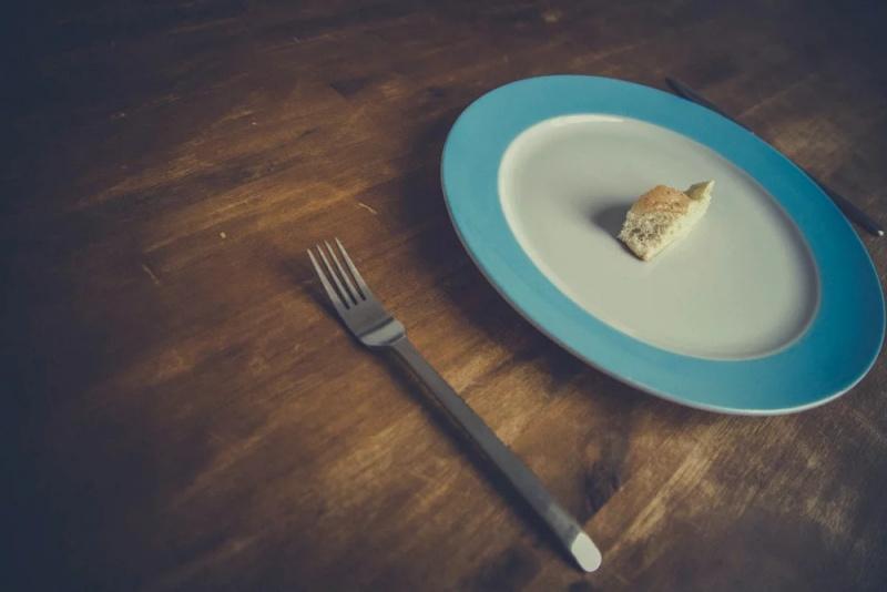 zasady stosowania na diecie polega przerywany post